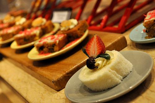 Breakfast @ Mequeni's Holiday Inn Clar Field Pampanga