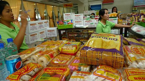 late pasalubong shopping at Iloilo airport
