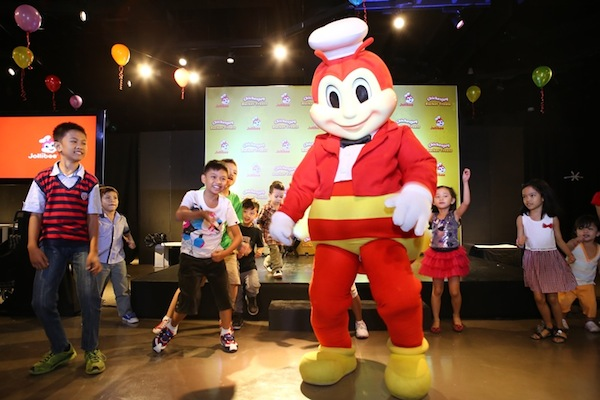 There's no stopping kids in having a great time with Jollibee as they moved to the groove with everybody's favorite friend.