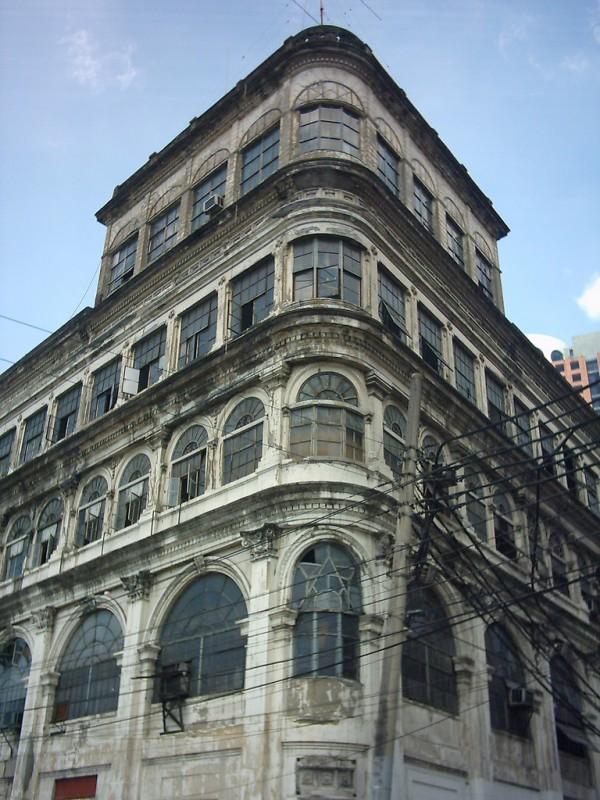 El Hogar Building by Solo Galura