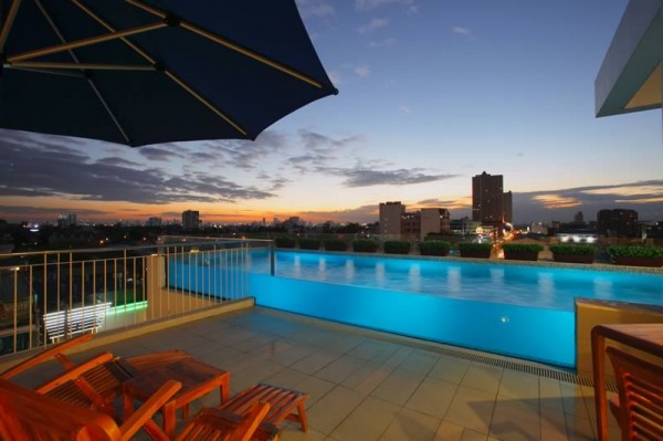 Hotels in Quezon City with Swimming Pools