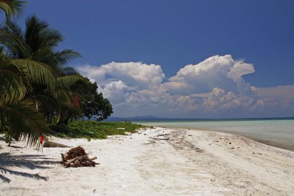 Cagbalete Island (photo by 10nisboy via Flickr)