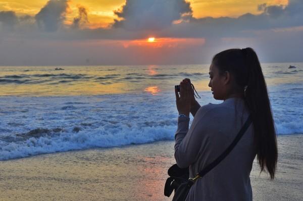 Kaori taking sunset photos