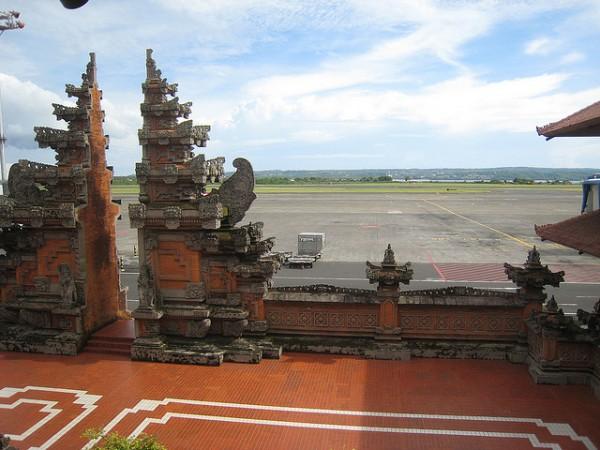 Balinese design airport in Denpasar by Alan Lew via Flickr