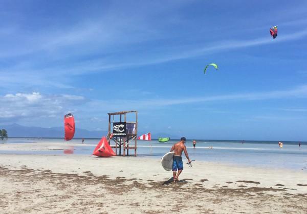 A kitesurfer geating ready to surf in Puerto Princesa Palawan