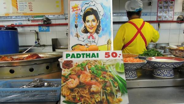 Pad Thai shop in Bangkok by David McKelvey via Flickr