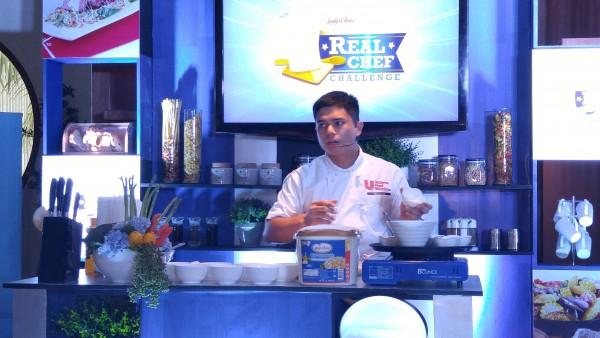Chef Paulo Sia preparing Herb Garlic Blue Cheese Dressing