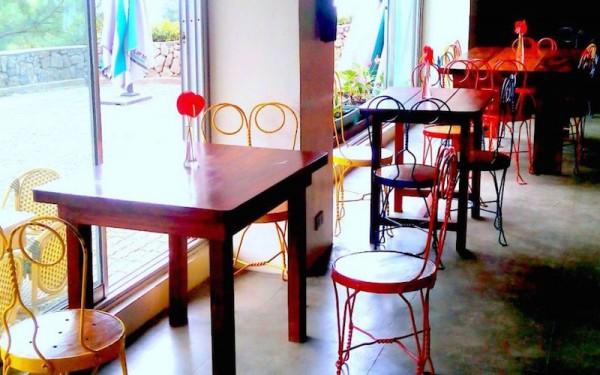 Kindergarten-like chairs in Cafe Sabel