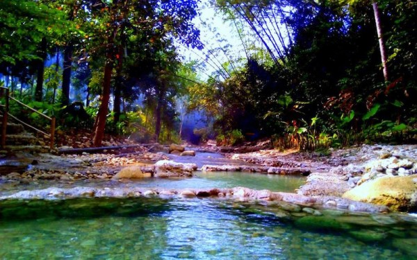 The picturesque Mainit Spring in Malabuyoc
