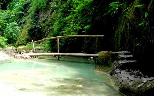 Another bamboo bridge near the falls