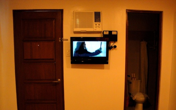 LCD Cable TV and traditional door and lock