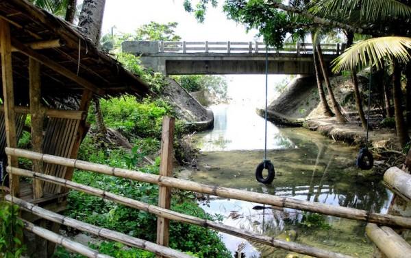 The entrance towards the falls