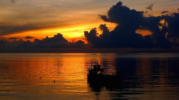 Glorious sunrise at Bluewater Sumilon