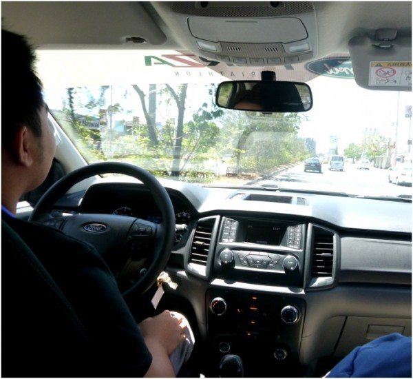 Driving the Ford Everest Ambiente in a not so busy Sunday road