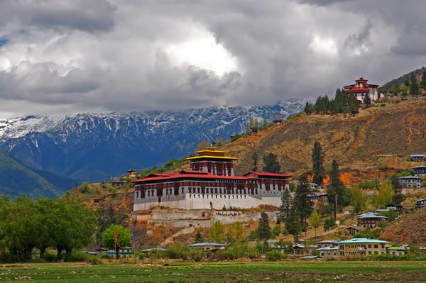 The Dzong in the Paro valley By Jean-Marie Hullot - originally posted to Flickr as Cloud-hidden, whereabouts unknown (Paro, Bhutan), CC BY-SA 2.0
