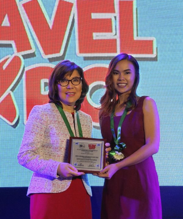 DOT Secretary Wanda Corazon Tulfo-Teo receives a plaque of appreciation from Jackie Guzman, Events Manager, Ad Asia Convention and Exhibition International Corporation.