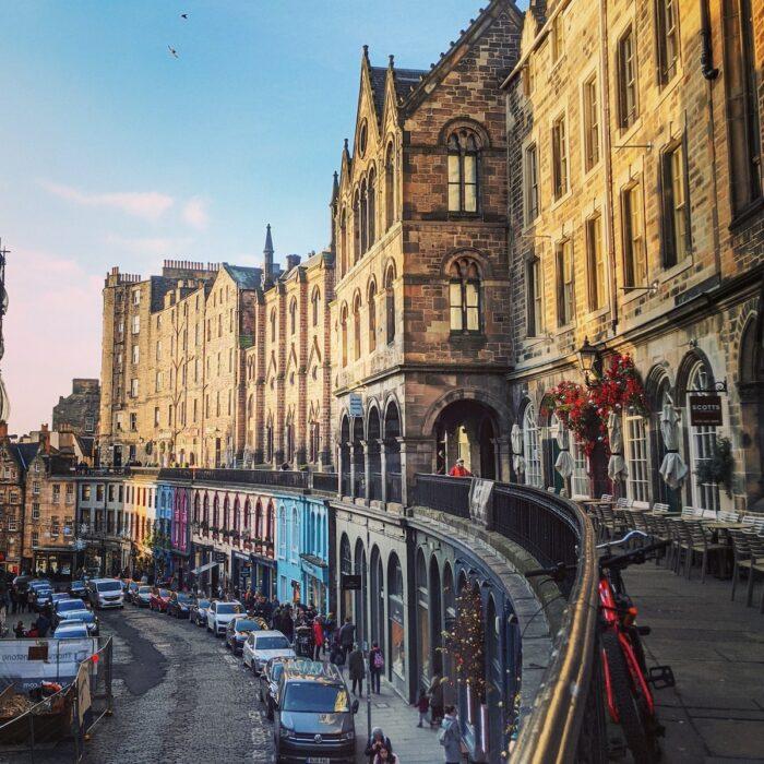 Victoria Street, Edinburgh, UK by Alana Harris via Unsplash