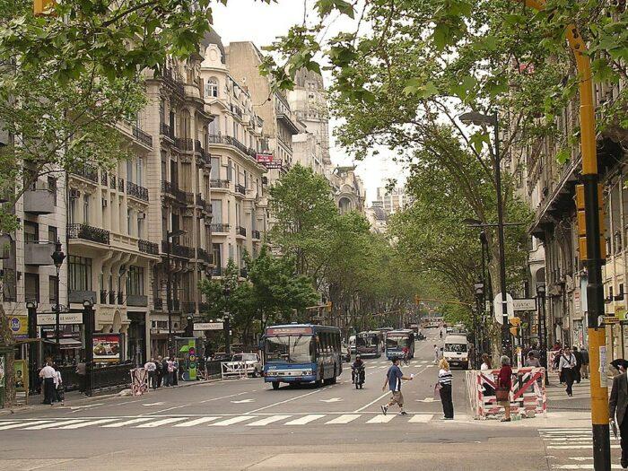 Avenida de Mayo photo by Alexis Gonzales Molina via Wikipedia CC