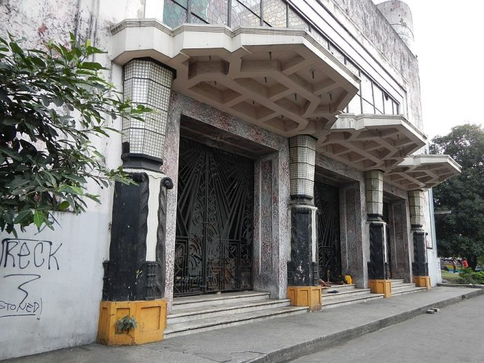 Manila Metropolitan Theater Entrance Facade by Ramon FVelasquez via Wikipedia CC