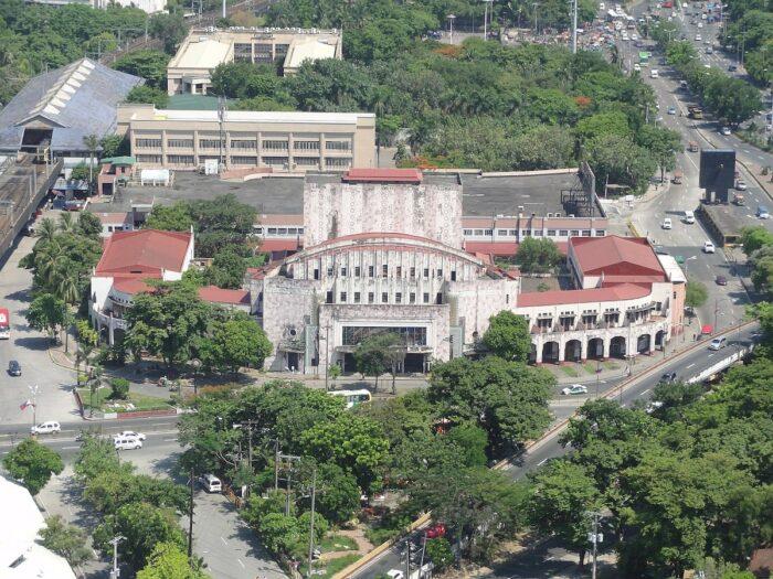 Manila Metropolitan Theater by Patrick Roque via Wikipedia CC