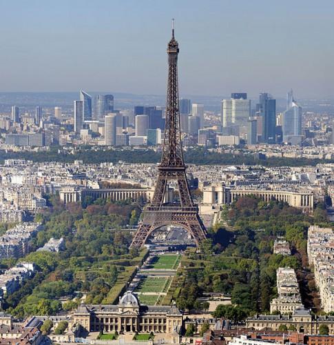 Paris - La Tour Eiffel et le Champ de Mars (photo courtesy of Wikipedia)