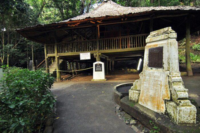 Casa Residencia Rizal Shrine by Iamjepoi via Wikipedia CC