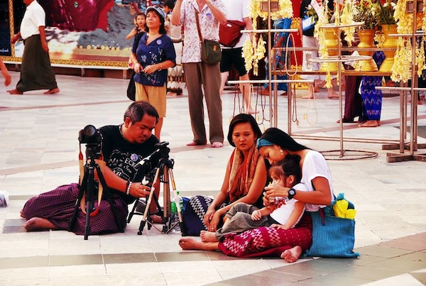 Melo, Monette, Gay and Luna in Shwedagon Pagoda (photo by Marky Ramone Go)