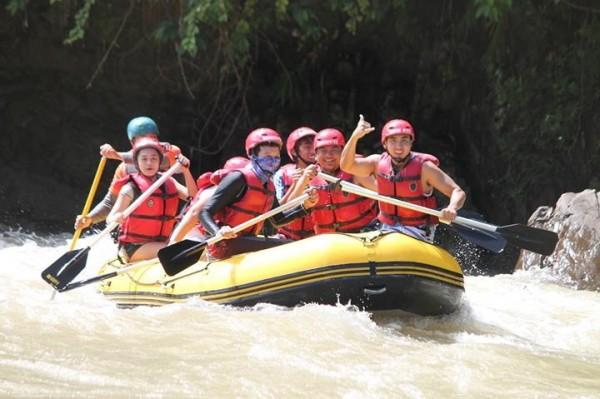 Whitewater rafting in Kiulu River