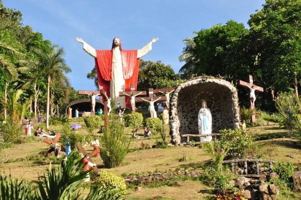 Statue of Jesus Christ in Kamay ni Hesus Shrine