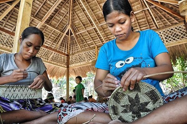 Mangyan Iraya Tribe weaving Nito Plates