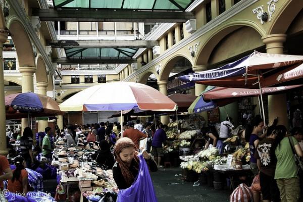 Shopping in Quiapo-Manila photo by Gino Mempin