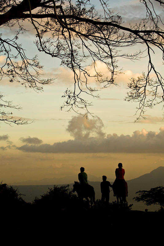Sunset in Tagaytay photo by Eugene