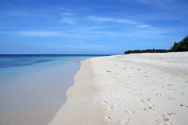 Saud Beach by John Ryan Cordova via Wikipedia