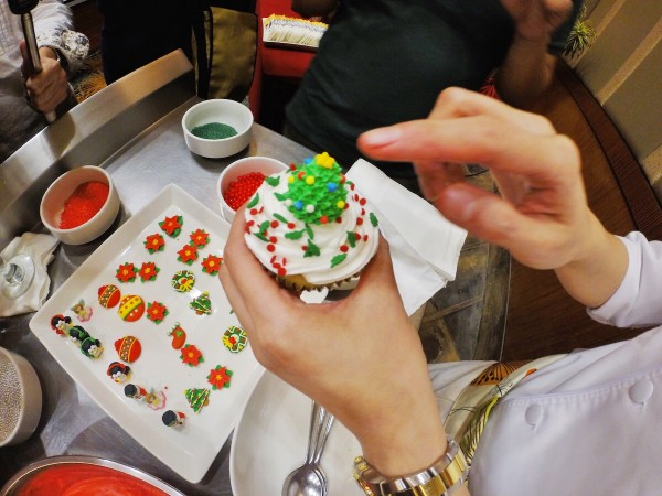 Make your own Christmas Cupcake