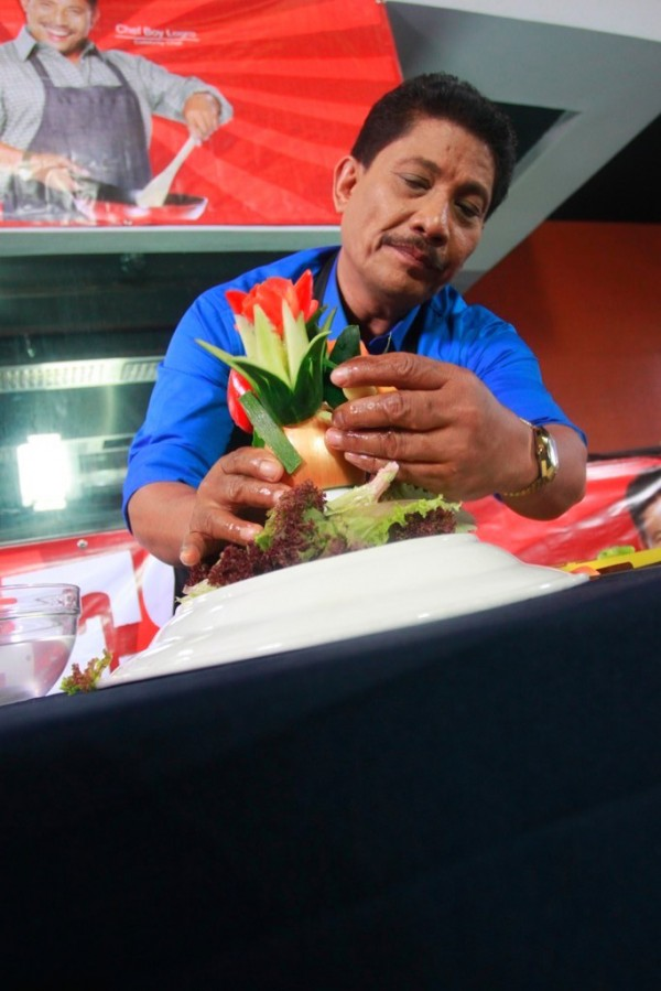 The Kusina Master, Chef Boy Logro, taught the street cooks how important presentation is