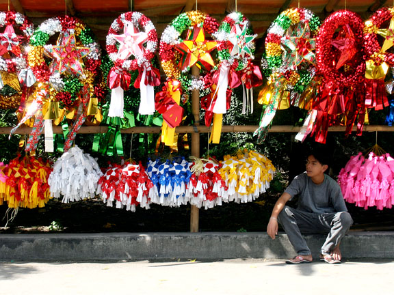 Parol Vendor by Keith Bacongco via Wikipedia