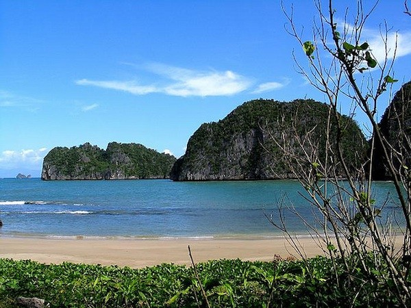 Gota Beachin Caramoan Peninsula - Tourist Spots in Luzon