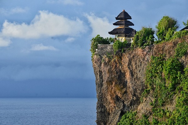 Hindu temple set on the cliff bank with stunning view of Indian Ocean