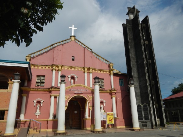 St. John the Baptist Church facade in Tiaong, Quezon by Ramon FVelasquez - Licensed under CC BY-SA 3.0 via Wikimedia Commons