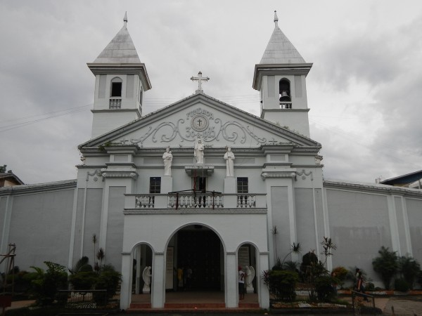 Candelaria Church by Ramon FVelasquez - Own work. Licensed under CC BY-SA 3.0 via Wikimedia Commons