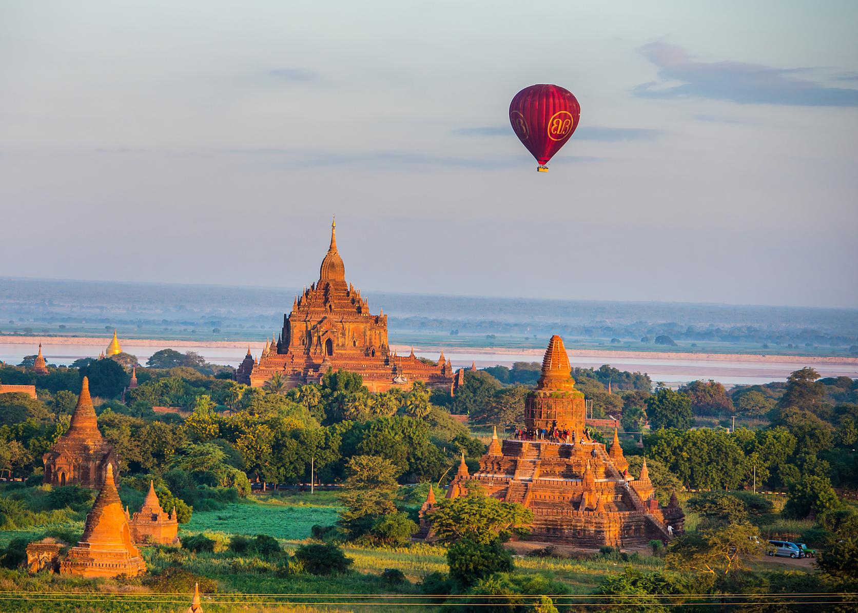 Hot-Air-Balloon-in-Old-Bagan.jpg