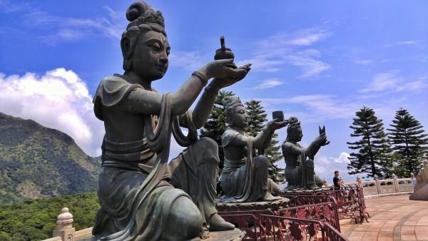 Bronse Statues surrounding Tian Tan Buddha