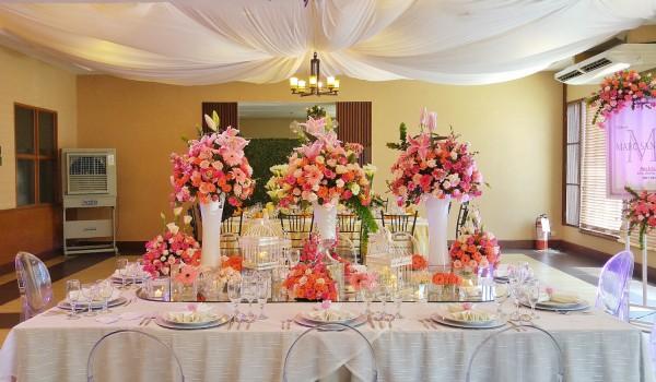 Elegant Wedding Flowers and Table Setup