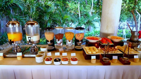 Juice bar, cereals, fruits and morning snacks