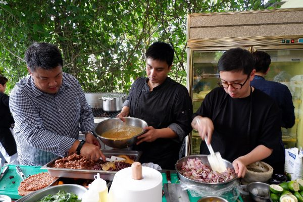 Madrid Fusion Manila 2017 featured chef Robby Goco (left) of Green Pastures preparing a rice salad dish