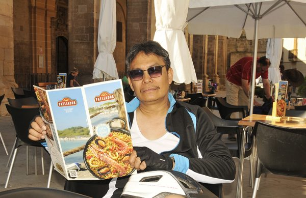 It was a choice between the usual pilgrim's meal or mouthwatering shrimp paella for lunch.
