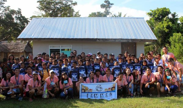 Firing up the spirit of volunteerism while traveling. I am M.A.D. (Making A Difference) conquered the town of Magdiwang, Sibuyan Island, Romblon for its 32nd MAD Camp area at Tomas and Maria Maglaya Memorial School. Millenial volunteers together with the beneficiaries and their parents pose for a souvenir photo.