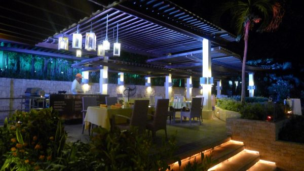 Alfresco dining at Marco Polo's El Viento
