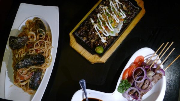 International dishes at Ola Restobar in Escario