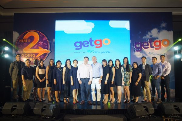 Nik Laming and Mike Szucs (center) share the stage with their industry partners that helped GetGo's #FlyForFree concept soar even higher.